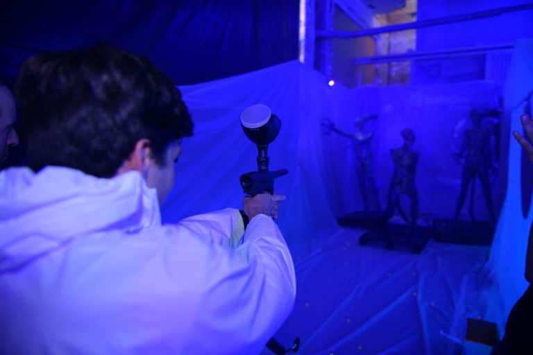 dc4 paintball alien soiree surprise deguisements astronautes salon scaleway scenographie sur mesure scaleway scaleday paris france agence wato we are the oracle evenementiel events