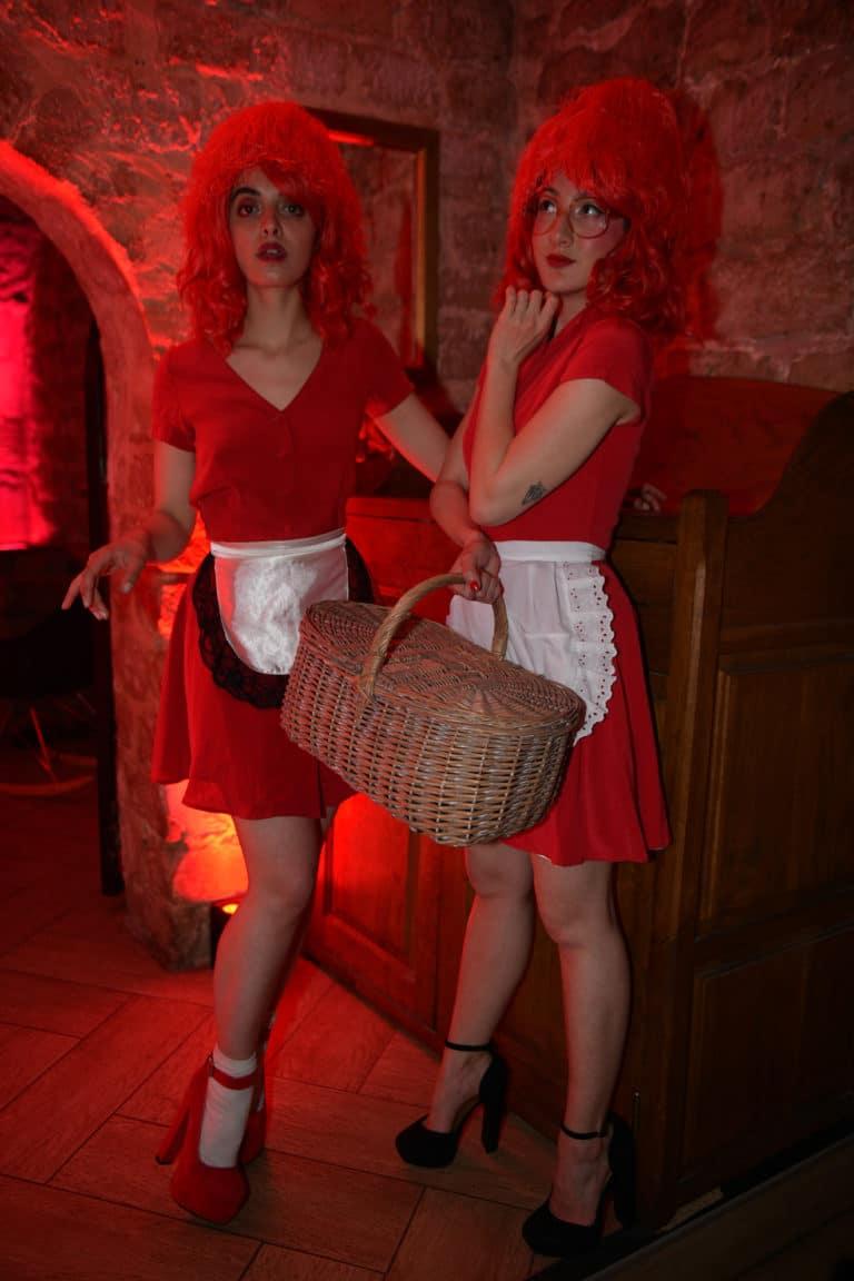 petit chaperon rouge actrices scenographie sur mesure red le bal rouge anniversaire client prive agence wato we are the oracle evenementiel event events evenement sur mesure