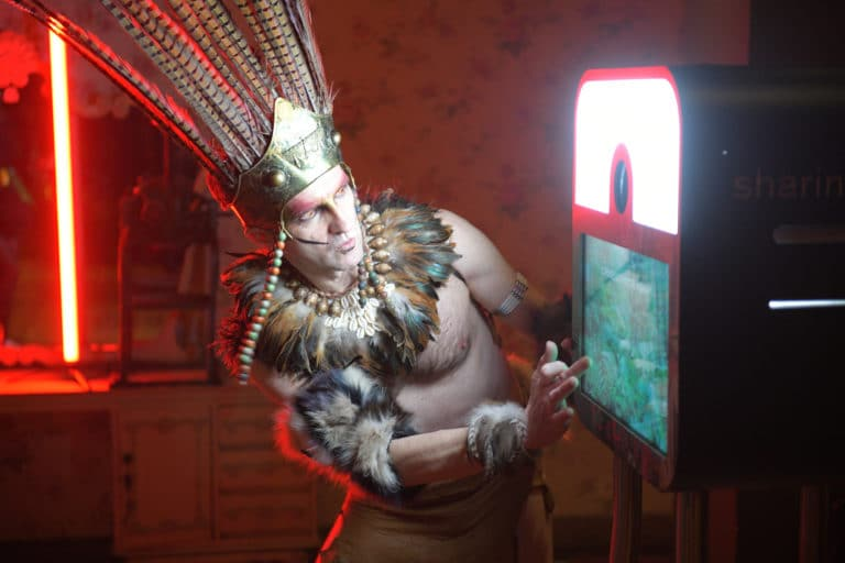 photoborne photocall sauvage plume soiree corporate theme jungle vegetation escalier scenographie sur mesure amazonia winter party amazon france agence wato we are the oracle evenementiel events