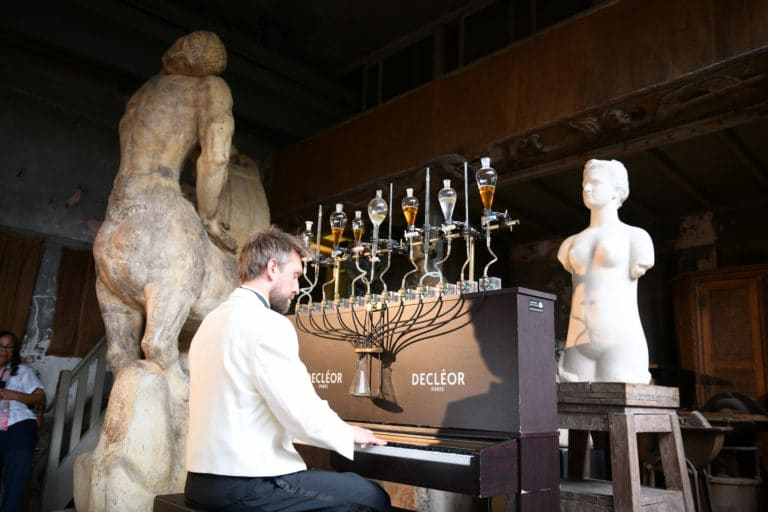musée bourdelle pianocktail pianiste piano scenographie sur mesure lancement de produits huile aromessence à la mandarine verte l'oréal decléor paris france agence wato we are the oracle evenementiel event