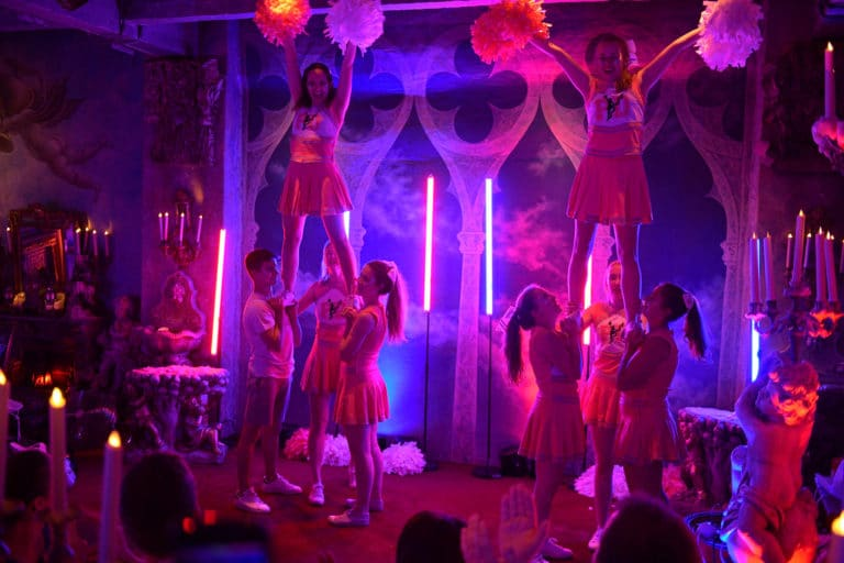 porté cheerleaders pom pom girls performance loft baroque paolo calia paris 19e arrondissement france diner leboncoin thème usa américain agence wato we are the oracle evenementiel events
