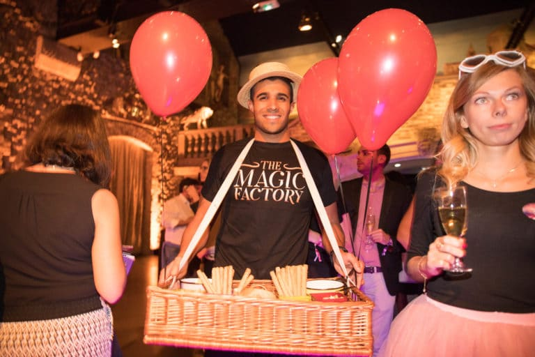 serveur champagne ballons musee parisien vp employes photocall sucre orge soiree coporate voyage prive magic factory agence wato we are the oracle evenementiel events