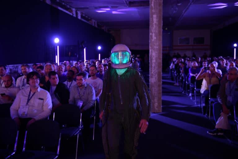 dc4 soiree surprise astronautes cosmonautes salon conference scaleway scenographie sur mesure scaleway scaleday paris france agence wato we are the oracle evenementiel event