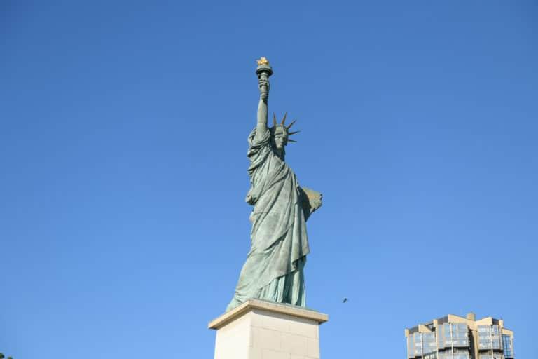 statue de la liberté paris france réplique Port de grenelle haut paris france diner leboncoin thème usa américain agence wato we are the oracle evenementiel events