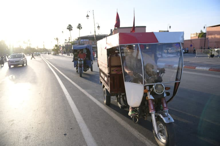 tuk tuk privatisation team building soleil voyage maroc marrakech maghreb scenographie sur mesure domofinance challenge agence wato we are the oracle evenementiel