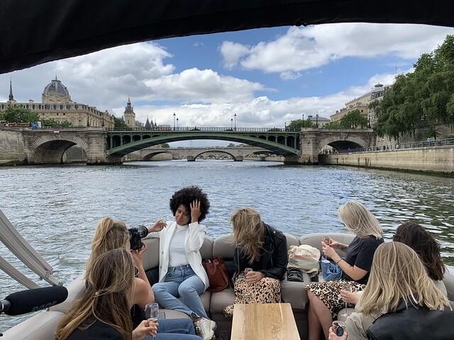 wato-agence-événémentiel-decléor-influenceuse-bateau-Seine