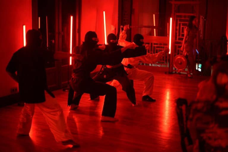 maitres de kung fu performance hotel particulier pagode chinoise scenographie sur mesure paris chine france agence wato we are the oracle evenementiel events
