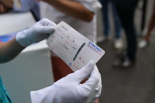 billet avion personnalise hotesses de l air vintage check in controle des billets avions enregistrement aeroport vintage Kymono agence wato we are the oracle evenementiel event