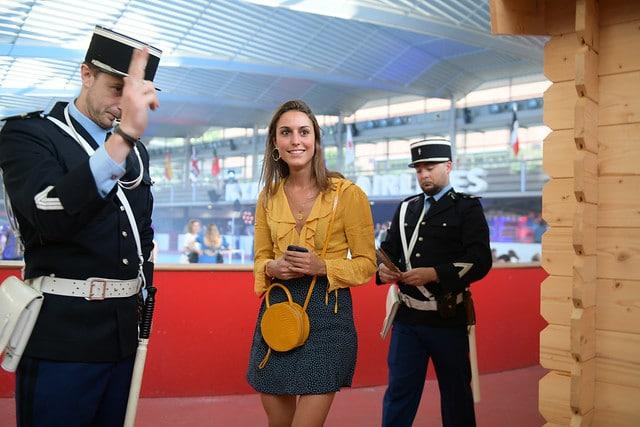 bastien dubois controle des douanes douanier fun acteurs avions acteur aeroport vintage Kymono agence wato we are the oracle evenementiel event