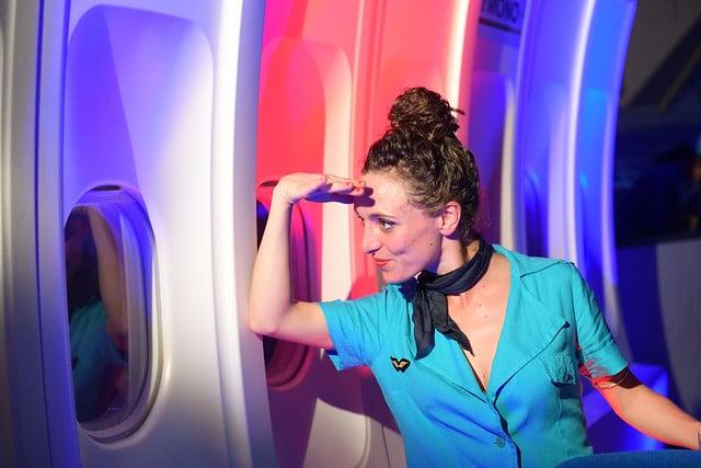 photocall avion de ligne dance floor soiree dansante hotesses de l air vintage kymono airlines aeroport vintage Kymono agence wato we are the oracle evenementiel event