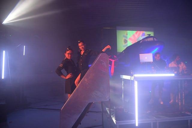 avion douglas dc 3dance floor soiree dansante hotesses de l air vintage kymono airlines aeroport vintage Kymono agence wato we are the oracle evenementiel event