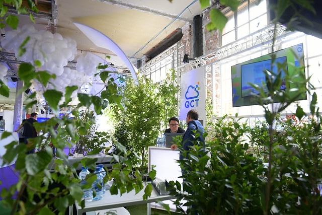 dc4 salon conferences plante espace vegetal speech pitch evenement sur mesure personnalise scaleway scaleday paris france agence wato we are the oracle evenementiel events