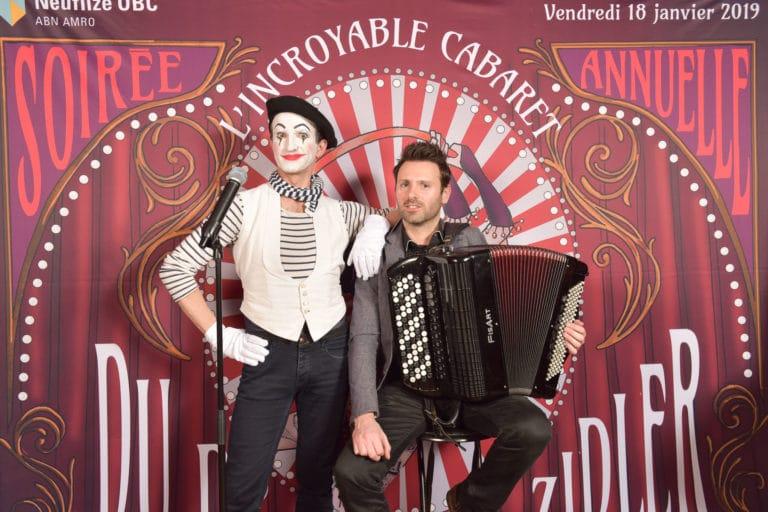 wato-agence-evenementielle-paris-cirque-bormann-zidler-cabaret-serpent-danseur-bus-tour-eiffel-chapeau-écharpe-présentateur-photocall-piste-magicien-serveux-champagne-clown-12