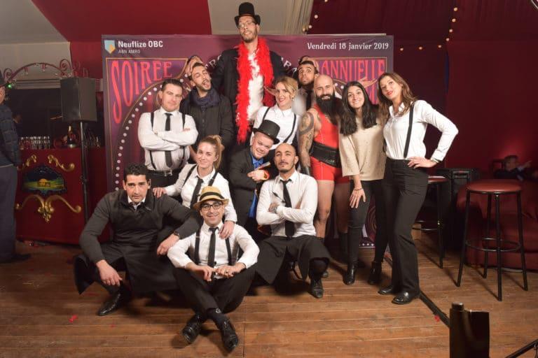 wato-agence-evenementielle-paris-cirque-bormann-zidler-cabaret-serpent-danseur-bus-tour-eiffel-chapeau-écharpe-présentateur-photocall-piste-magicien-serveux-champagne-clown-22