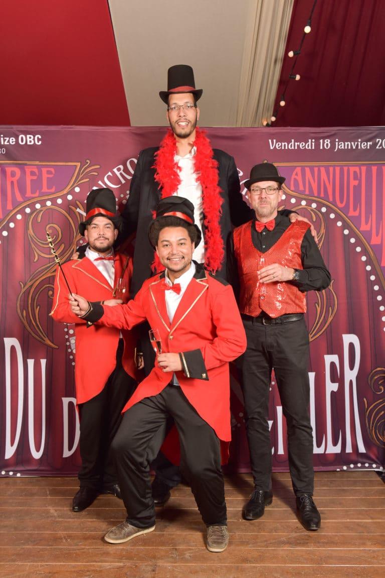 wato-agence-evenementielle-paris-cirque-bormann-zidler-cabaret-serpent-danseur-bus-tour-eiffel-chapeau-écharpe-présentateur-photocall-piste-magicien-serveux-champagne-clown-25