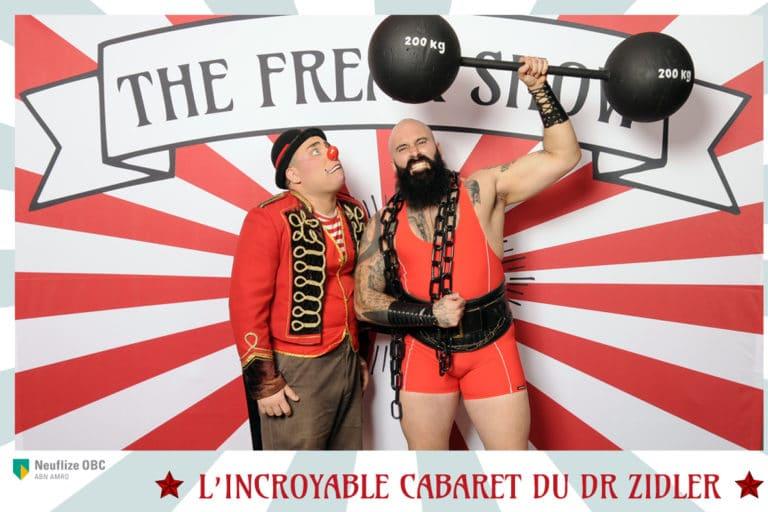 wato-agence-evenementielle-paris-cirque-bormann-zidler-cabaret-serpent-danseur-bus-tour-eiffel-chapeau-écharpe-présentateur-photocall-piste-magicien-serveux-champagne-clown-33