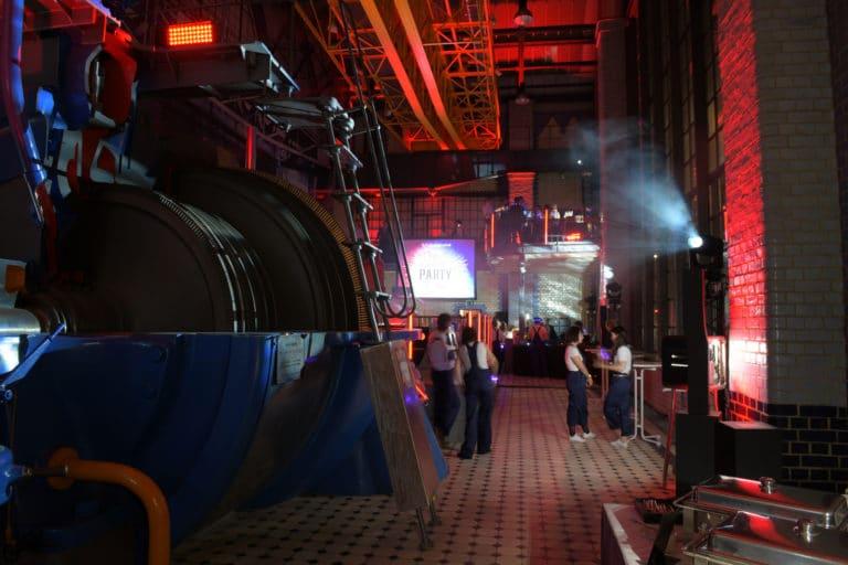 turbinenhalle electric party soiree dansante insolite ancienne usine berlin allemagne soiree corporate scenographie sur mesure  voyage prive agence wato we are the oracle evenementiel events
