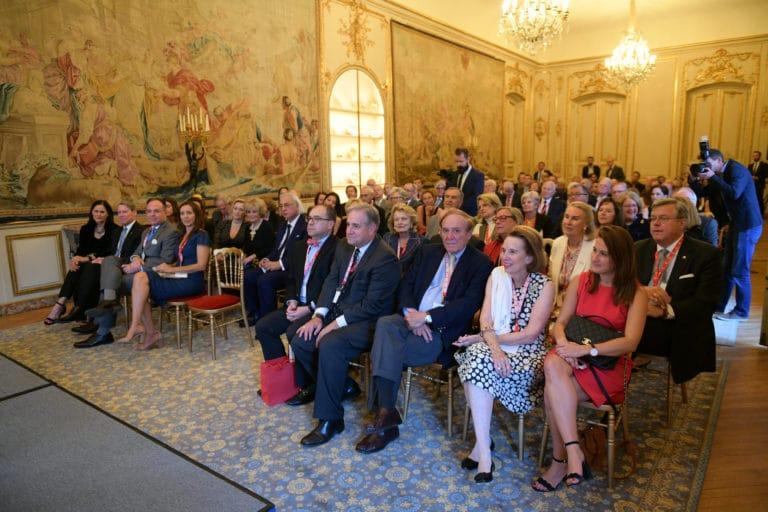 Jamie Mc Court ambassadrice usa france discour drapeaux france hotel de pontalba paris residence ambassadeur des etats unis agence wato we are the oracle