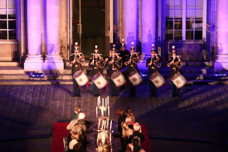 adjudant chef michel race garde republicaine tambours mount vernon chevaux insolite hotel de soubises particulier paris cours honneur diner agence wato evenementiel