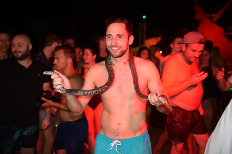 dresseur de serpent hotel vizir soiree dansante danse nuit spots pool party voyage incentive team building voyage agence wato evenementiel event taleo cinq ans the tatane project marrakech maroc maghreb