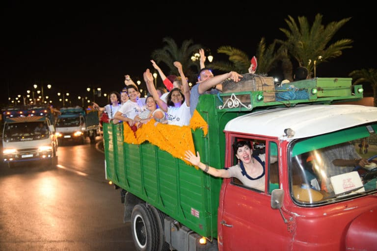 camions marocains parade tapis nuit soiree dansante danse lights bleu voyage incentive team building voyage agence wato evenementiel event taleo cinq ans the tatane project marrakech maroc maghreb