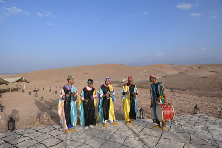 tambour instruments de musique musiciens marocains musique traditionnelle marocaine tapis desert agafay voyage incentive team building voyage agence wato evenementiel event taleo cinq ans the tatane project marrakech maroc maghreb