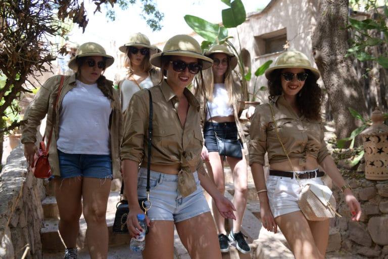costumes explorateur photo de groupe hotel vizir voyage incentive team building voyage agence wato evenementiel event taleo cinq ans the tatane project marrakech maroc maghreb