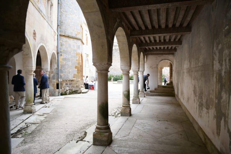 arcade arche cour interieure videaste chateau de chastellux chastellux sur cure hyonne bourgogne franche comté france mount vernon agence wato we are the oracle evenementiel event