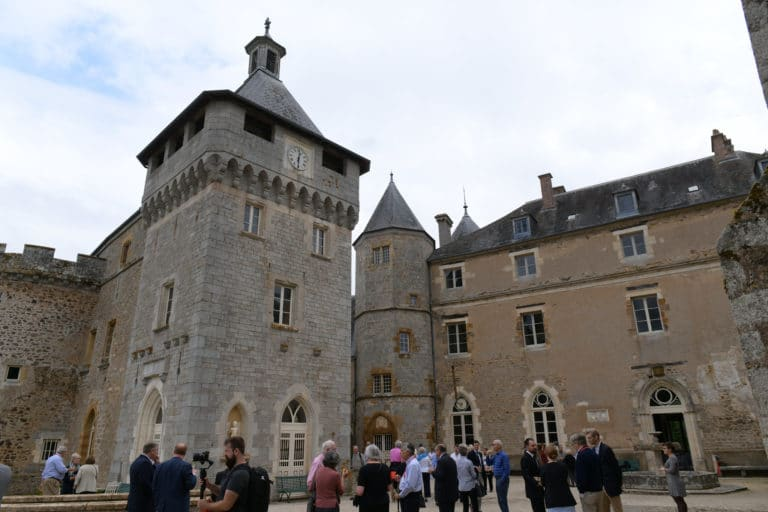 cocktail terrasse chateau de chastellux chastellux sur cure hyonne bourgogne franche comté france mount vernon agence wato we are the oracle evenementiel event