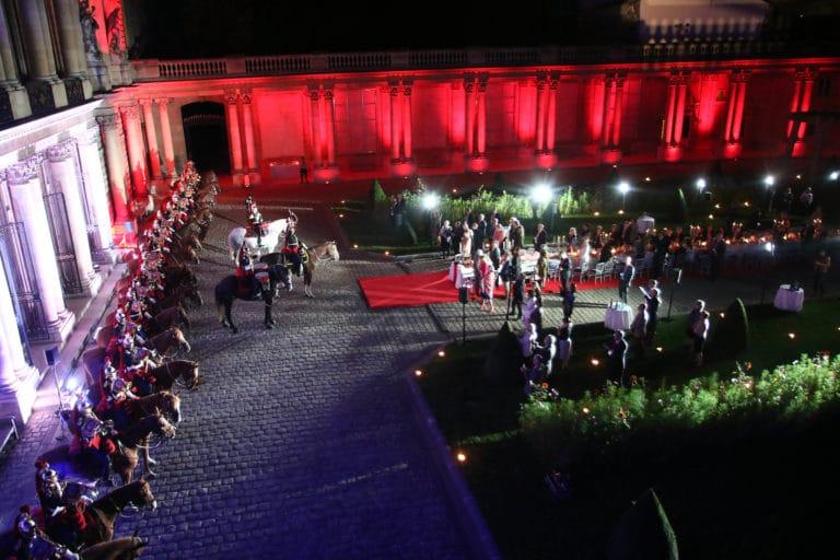 garde republicaine tambours chevaux hotel de soubises particulier paris cours honneur diner cent personnes seminaire usa agence wato evenementiel