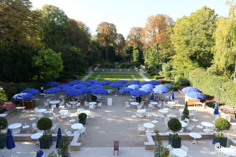 jardin cercle de l'union interalliée parasol bleu paris france dorure vip george washington mount vernon agence wato we are the oracle evenementiel event
