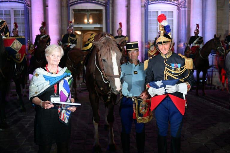 capitaine jacques leblay fanfare à cheval chevaux tambours garde republicaine ladies mount vernon chevaux hotel de soubises particulier paris cours honneur diner agence wato evenementiel