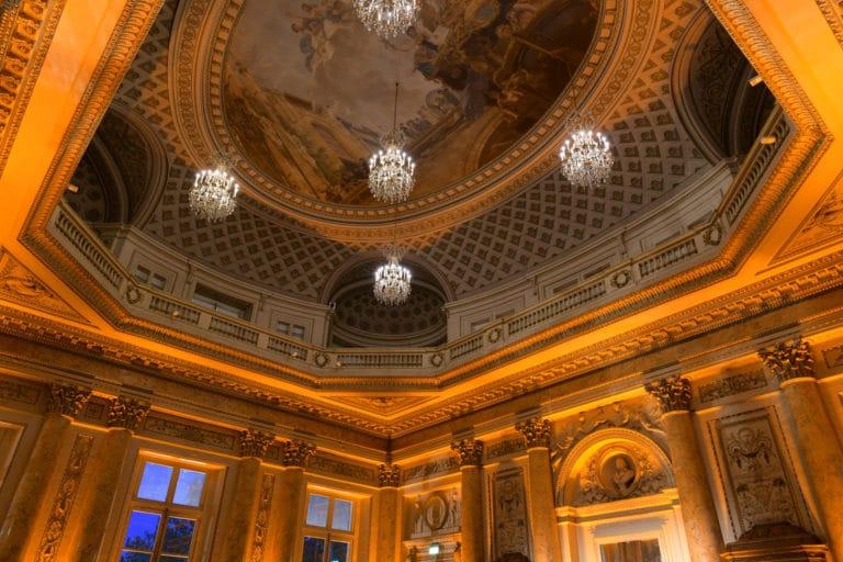 plafond salon dupré diner de gala Monnaie de paris france lustres george washington mount vernon usa agence wato evenementiel we are the oracle event