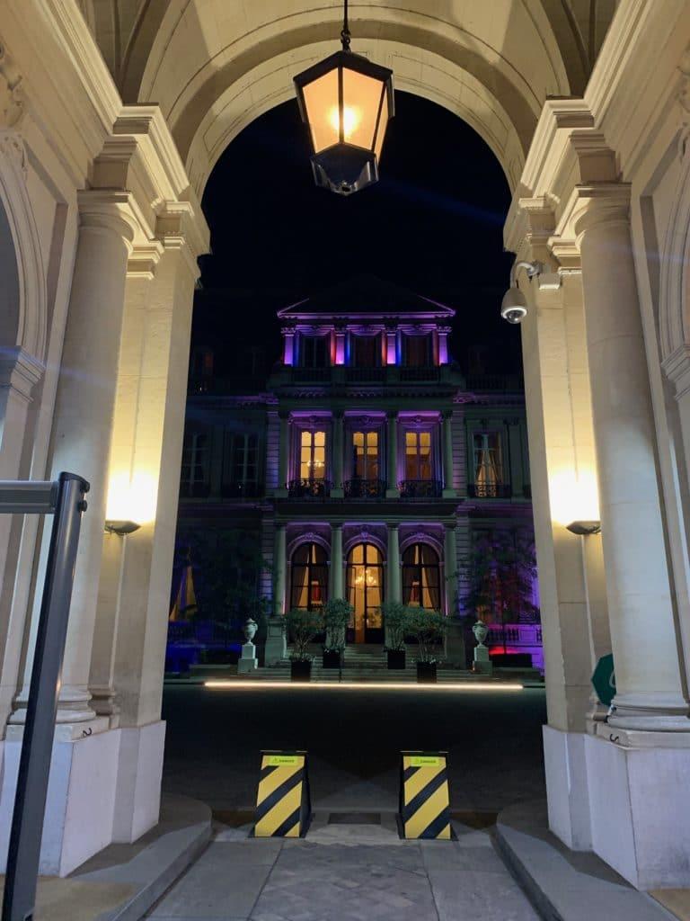 porche entrée hotel de pontalba interieur lampadaire paris privé residence ambassadeur des etats unis agence wato evenementiel we are the oracle event
