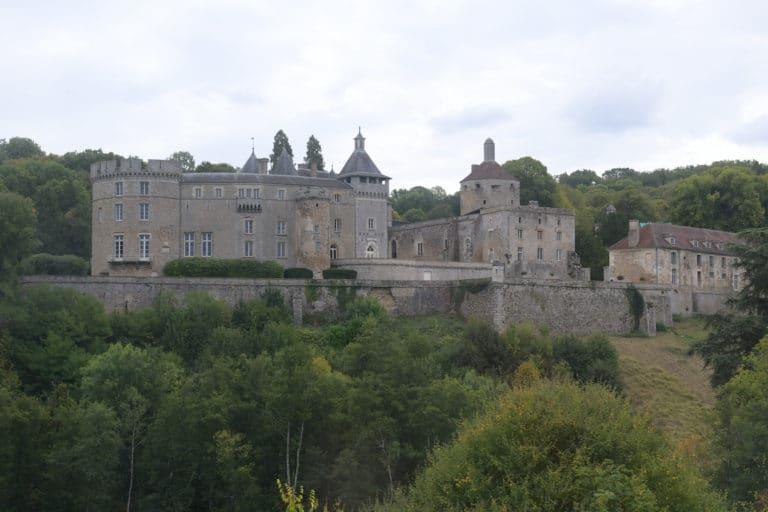 remparts chateau medieval chateau de chastellux chastellux sur cure hyonne bourgogne france mount vernon usa agence wato we are the oracle evenementiel event