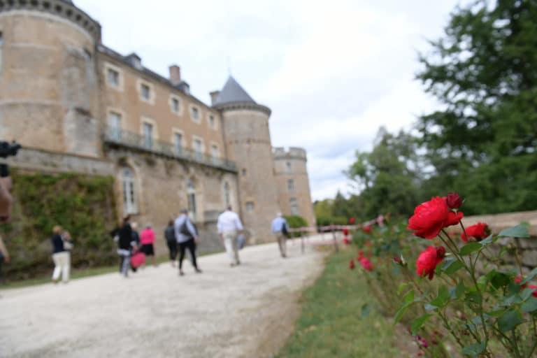 roses chateau medieval chateau de chastellux chastellux sur cure hyonne bourgogne franche comté france mount vernon usa agence wato we are the oracle evenementiel event