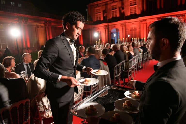 traiteur ll concept tapis rouge hotel de soubises hotel particulier paris cours honneur diner cent personnes seminaire usa agence wato evenementiel
