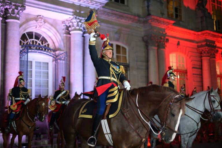 capitaine jacques leblay fanfare à cheval garde republicaine mount vernon chevaux hotel de soubises particulier paris cours honneur diner agence wato evenementiel