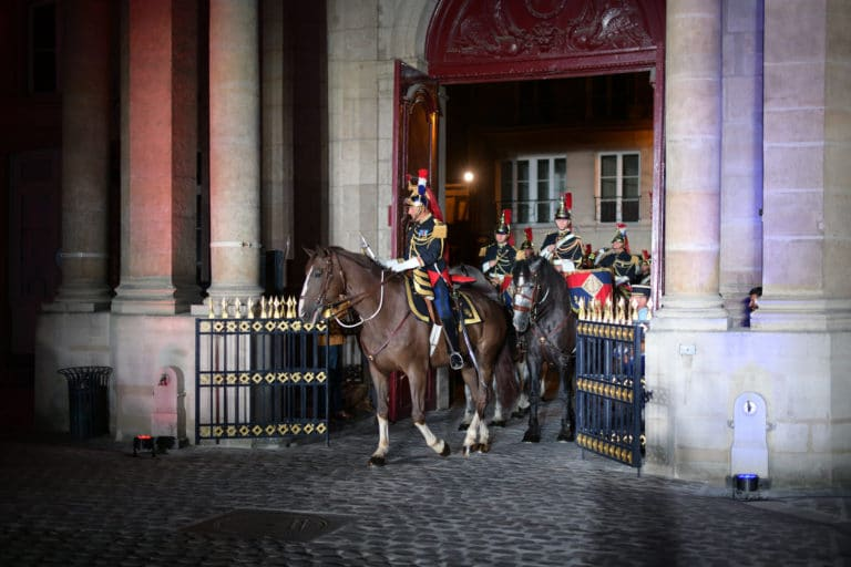 capitaine jacques leblay fanfare à cheval garde republicaine mount vernon chevaux hotel de soubises particulier paris cours honneur diner agence wato evenementiel event