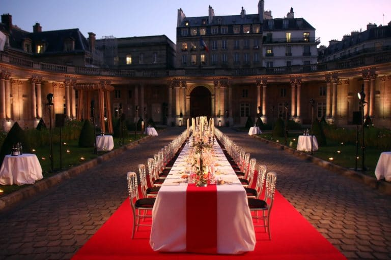 wato we are the oracle diner archives nationales hotel de soubise table cour