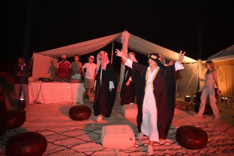 prince du desert acampement nocturne bougies desert agafay voyage incentive team building voyage agence wato evenementiel event taleo cinq ans the tatane project marrakech maroc maghreb