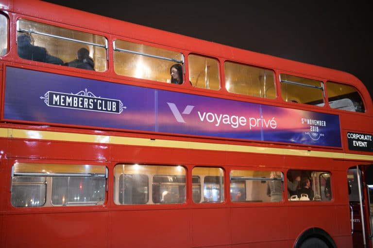 bus impérial brandé agence-wato-evenementiel-vp-members-club-soiree-theme-downton-abbey-two-temple-place-londres