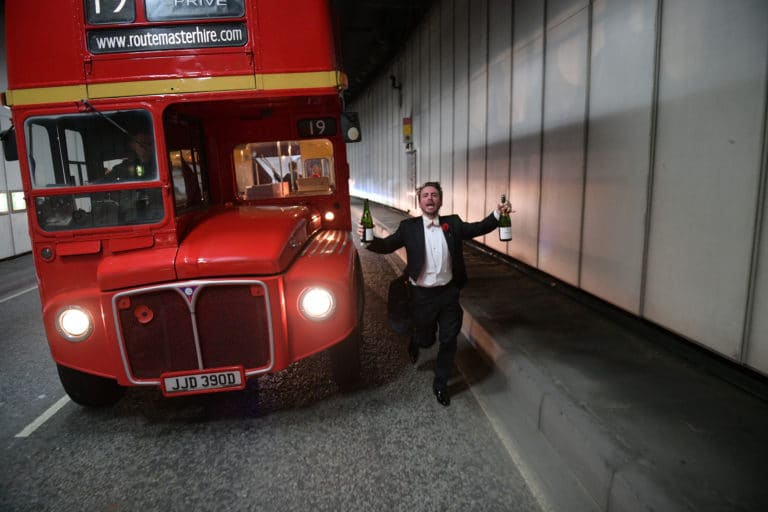 bus double deck imperial anglais tunnel fun agence wato evenementiel vp members club soiree theme downton abbey two temple place londres bus anglais