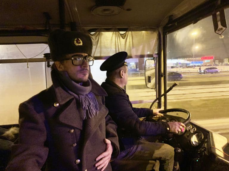 Foulques-Jubert-costume-militaire-russe-bus-saint-petersbourg-russie-agence-wato-