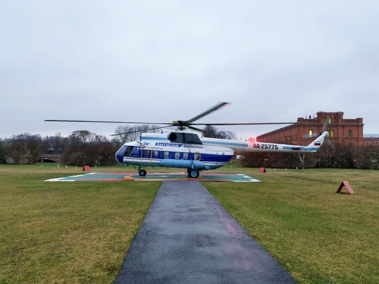 Helicopetere-russe-Mil-Mi-8-forteresse-pierre-et-paul-Balt-Airlines-team-building-saint-petersbourg-russie-seminaire-immersif-agence-wato-international