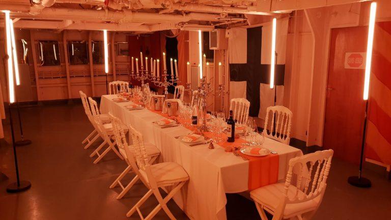 diner aux chandelles dans un navire de guerre marine nationale francaise diner aux chandelles t47 mailé-brézé bateau diner d exception leboncoin agence wato evenementiel events