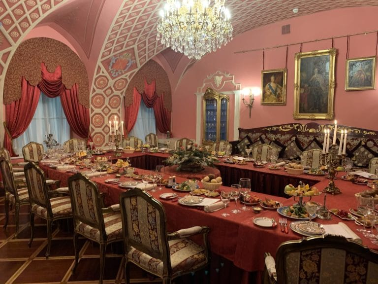 diner restaurant empire russe saint petersbourg salle rose banquet convivial seminaire immersif russie agence WATO international
