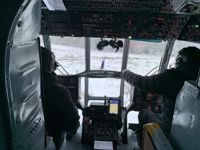 interieur helicoptere russe Mil-mi8 cockpit neige balt airlines saint petersbourg russie seminaire immersif agence WATO international