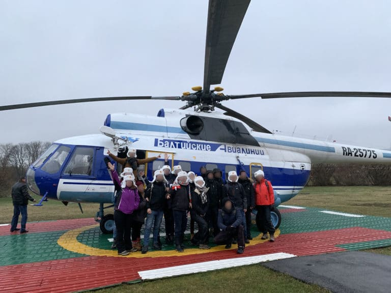 team-building-helicoptere-russe-mil-mi-8-transport-de-troupes-balt-airlines-saint-petersbourg-evenementiel-seminaire-immersif-agence-WATO-international