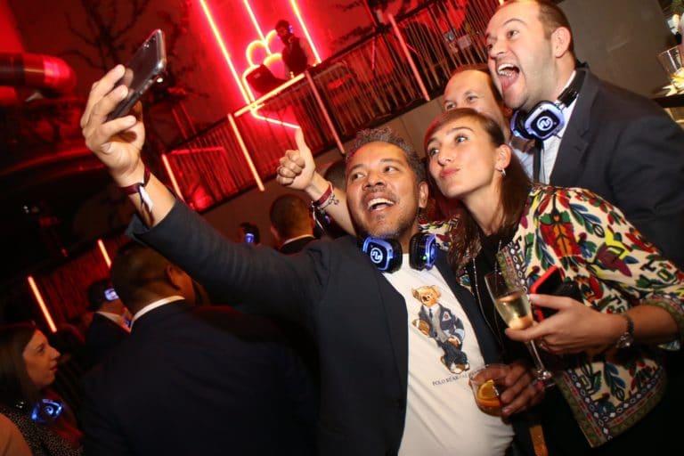 soiree voyage prive evenementiel theme cinema vintage madrid selfie agence wato